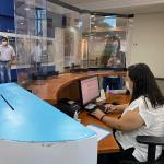 JUCEG adota medidas mais restritivas contra o COVID-19 e instala anteparos de acrílico nos guichês de atendimento na Unidade Empresarial